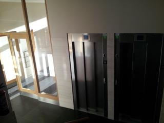 ¿Cómo sustituir el viejo ascensor de tu comunidad y ponerlo a cota cero?